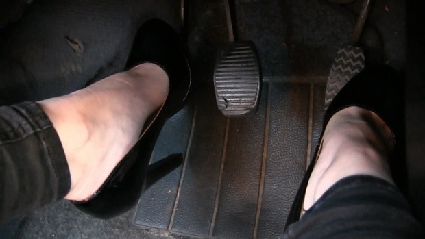 361 : Miss Ale flooring the gas pedal of the Fiat Uno