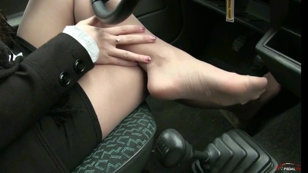 342 : Pantyhose tease and drive - Starring Miss Iris