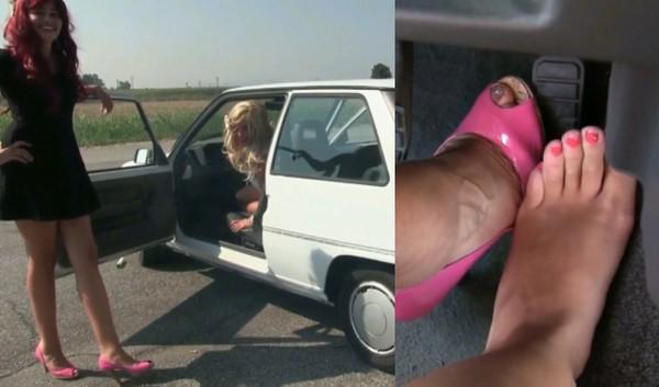 248 : Miss Barbie and Miss Melanie - Crazy Girls Revving