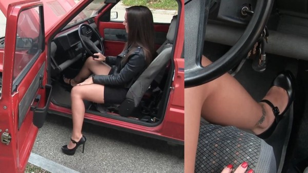 493 : This car needs a good revving! Starring Miss Ninfa