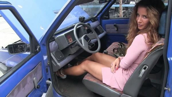 416 : Sexy killer feet blow the Fiat Panda - Starring Miss Amy