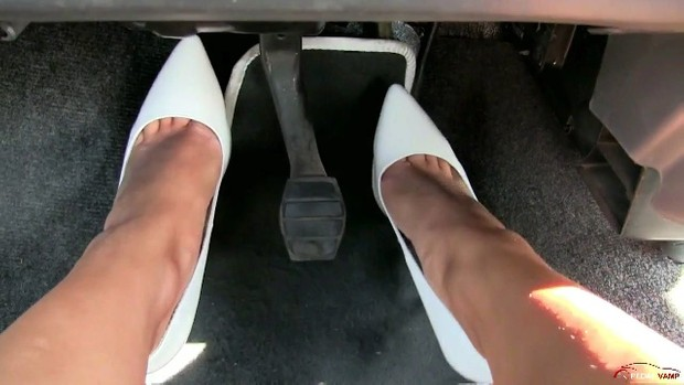217 : Miss Barbie & Miss Melanie Renault 5 startup problems