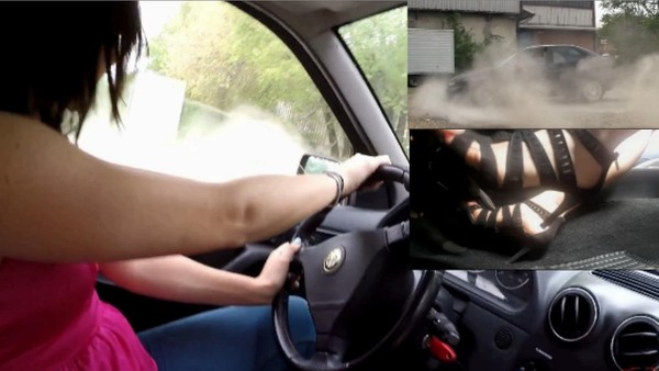380 : Miss Iris & Miss Black Mamba- Alfa Romeo 146 burnouts and revving