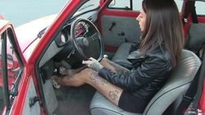 347 : Fiat 126 struggling - Starring Miss Tiffany