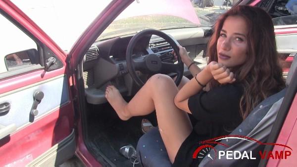 394 : Miss Amy - No mercy for the Fiat Cinquecento