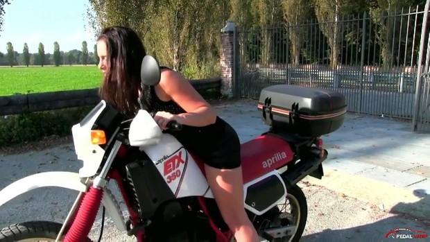 229 : Miss Iris playing with the Aprilia 350 ETX