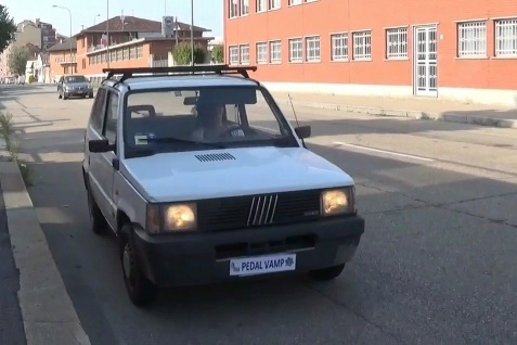 082 : Miss Vicky revs, cranks and then punishes the old Fiat Panda