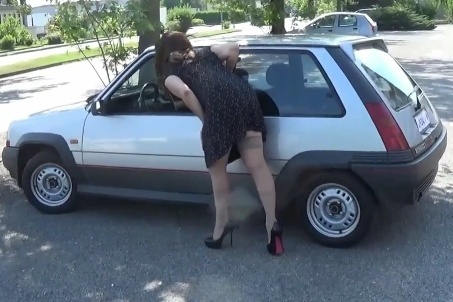 080 : Miss Vicky steals and drives a Renault 5 GT Turbo