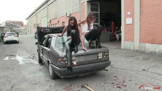 189 : Miss Iris and Miss Black Mamba destroy the Lancia Prisma