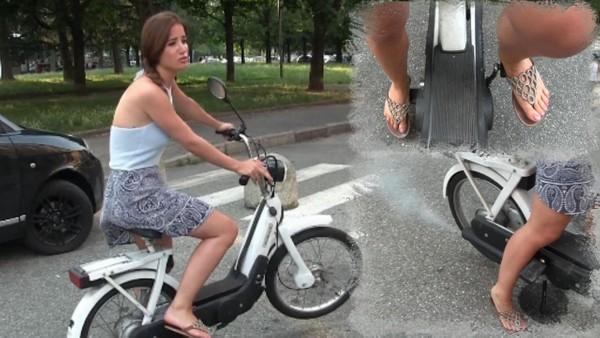 392 : Miss Amy's stupid stupid bike !!