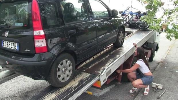 327 : Car troubles? Call Miss Iris - 24/7 Roadside Assistance !