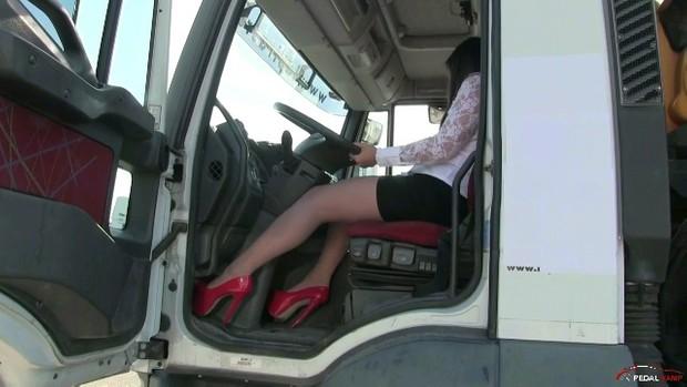 295 : Miss Iris : truck driver wanted !!!