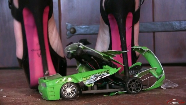 252 : Miss Iris crushing toy cars under her sexy heels