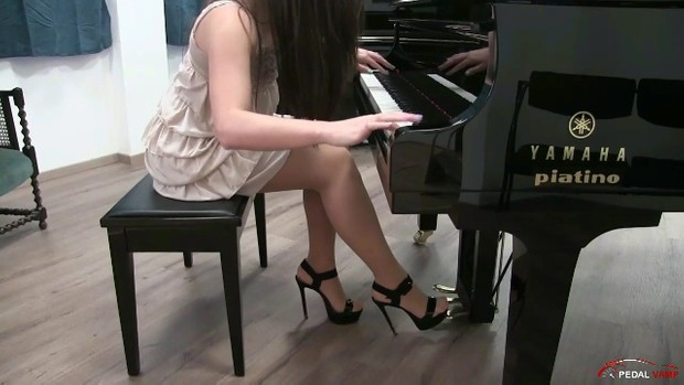 168 : Miss Iris learns how to play piano - Sonata 2 in high heels sandals