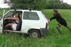 072 : Miss Vicky & Miss Iris stuck in the grass
