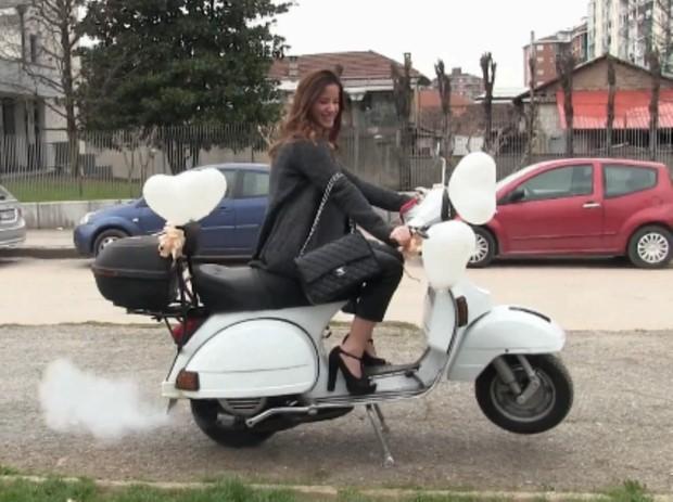 371 : Vespa Birthday Girl - Starring Miss Amy