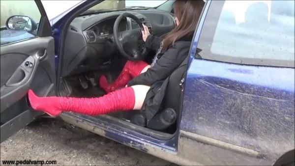 027 : Mistreat and hard revving a Fiat Bravo JTD