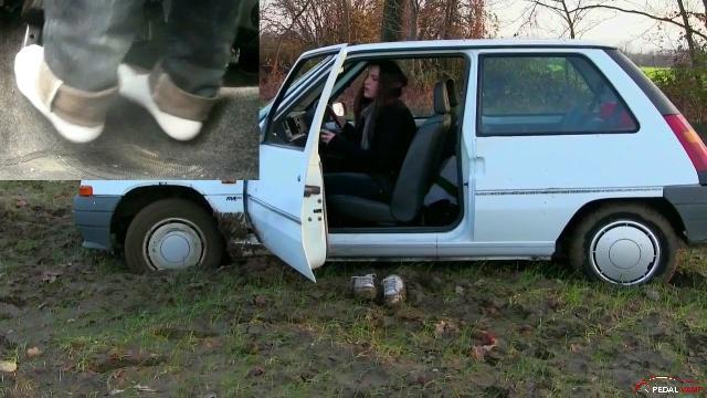 Vicky Hard Cranking & Revving A Renault Megane Trailer