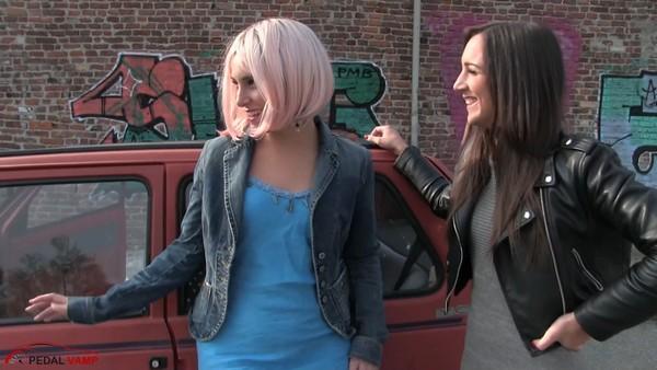 491 : Pandas barefeet drive - Starring Miss Iris & Miss Ninfa