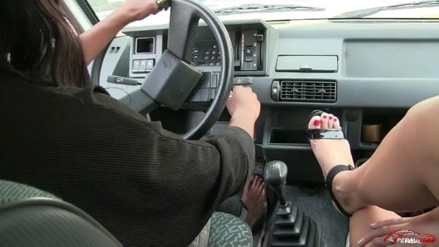 225 : Miss Iris & Miss Amelie - Drive Lesson #1