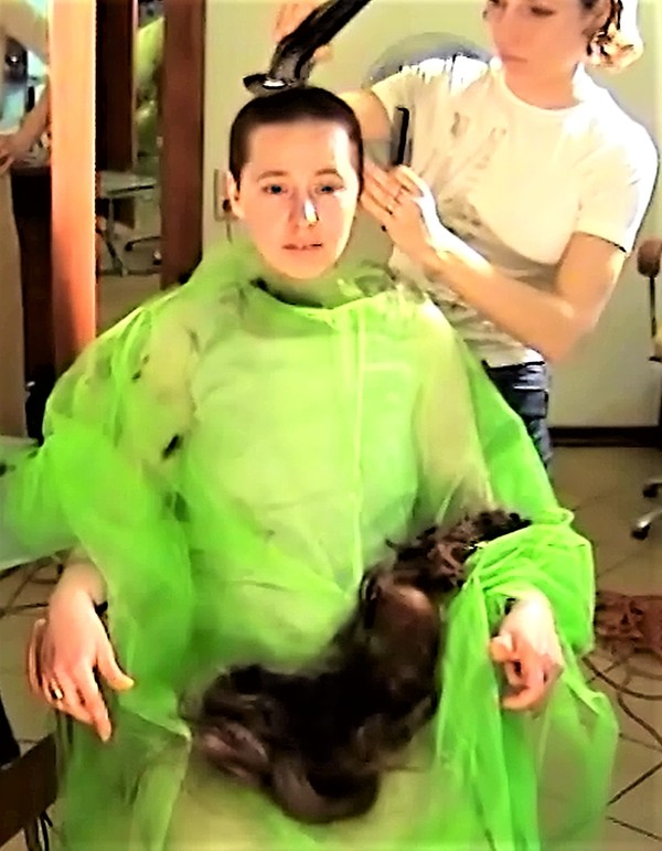 Ladies-Haircut: AV1-Material, Kamera 1, © 2003 - Alle Rechte vorbehalten!