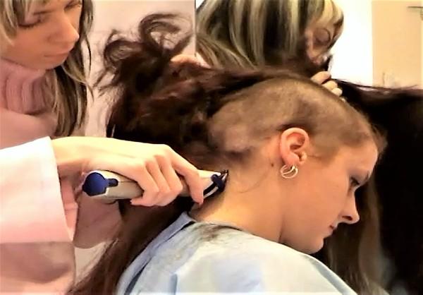 Ladies-Haircut: AV10, © 2005 - Alle Rechte vorbehalten!