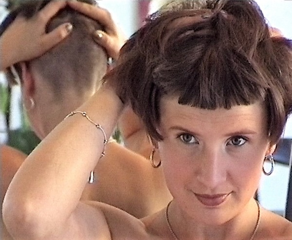 Ladies-Haircut: HCV22-Material, Kamera B, © 2004 - Alle Rechte vorbehalten!