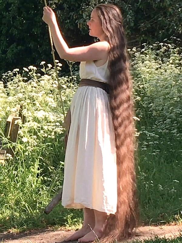 VIDEO - The long hair swing [4K]