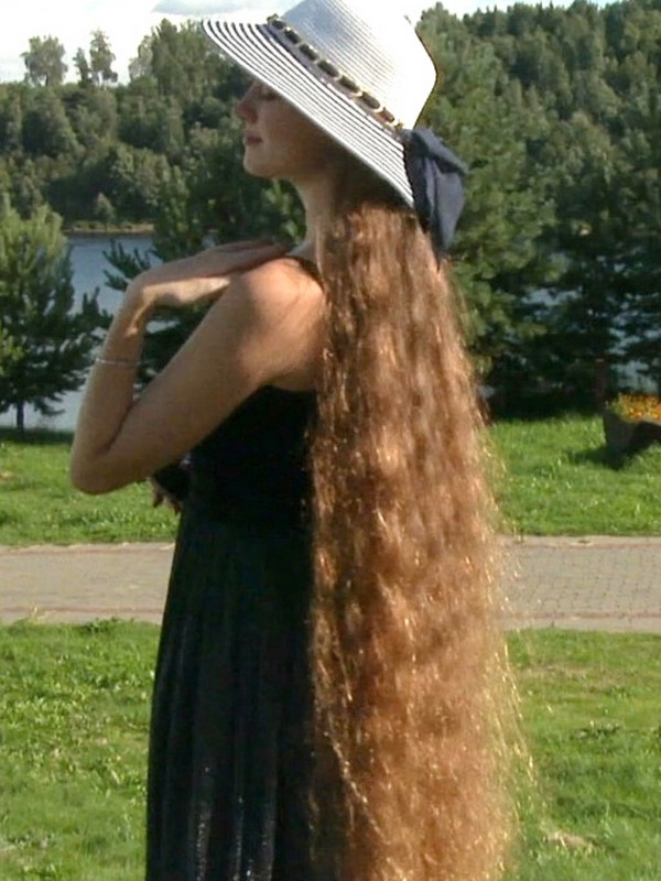 VIDEO - A long hair day in the park before the summer ends