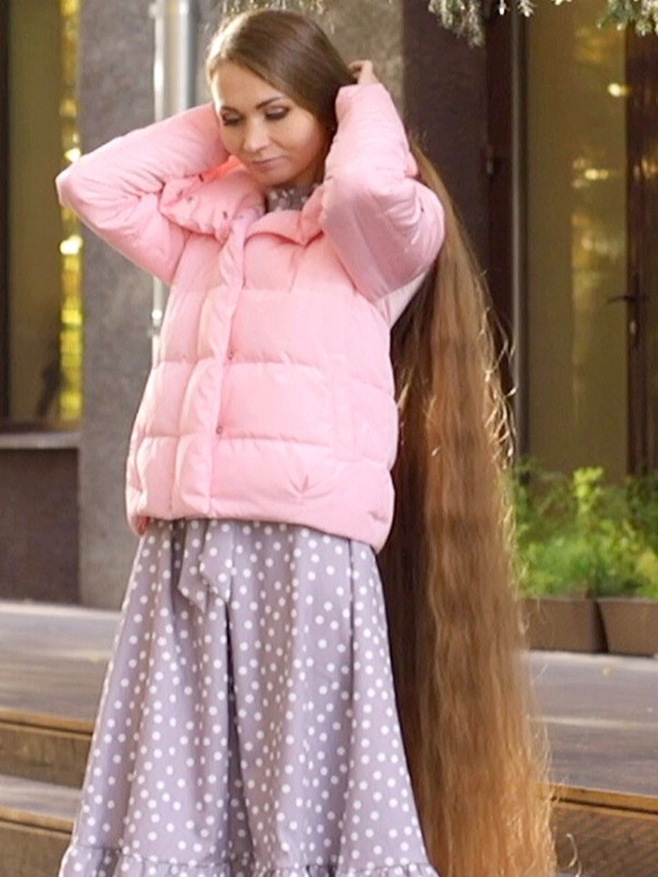 VIDEO - Stunning long hair