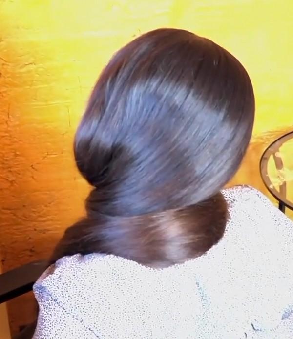 VIDEO - Mila loves her long hair