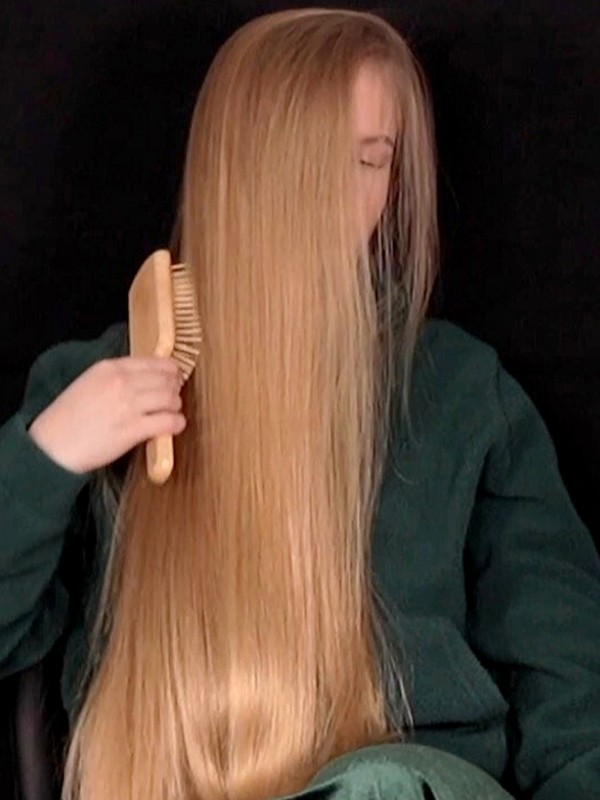 VIDEO - Nora's hair brushing in front