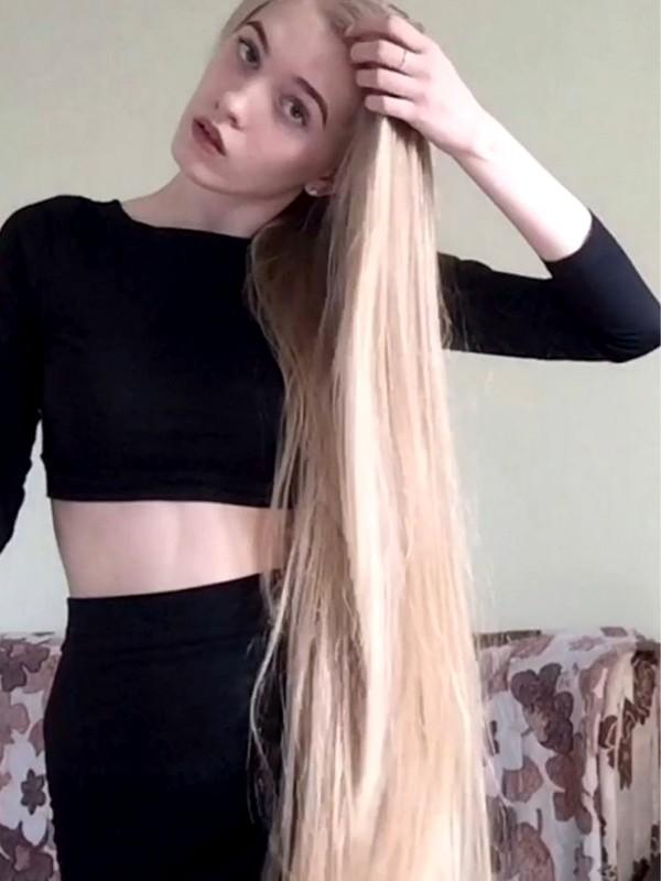 VIDEO - Christina's flying hair and wonderful hair play
