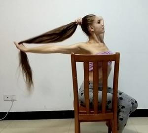 VIDEO - Knee length hair dancer in chair