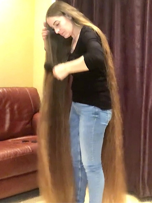 VIDEO - Woman with 5.3 pounds (2.4 kg.) of hair