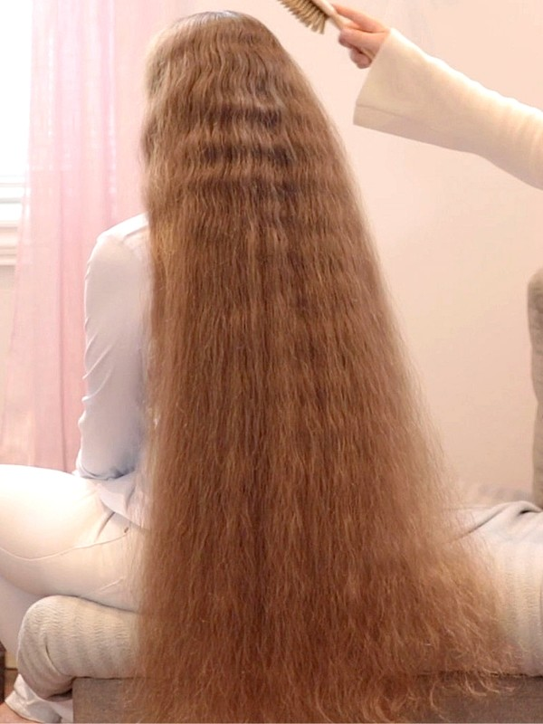 VIDEO - Siri's hair brushing, double braids and finger combing by Karoline