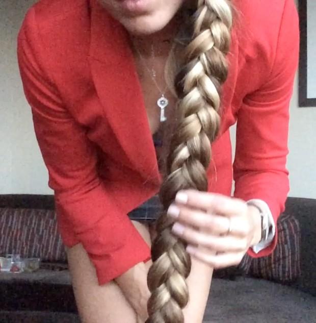 VIDEO - Kateryna´s red blazer