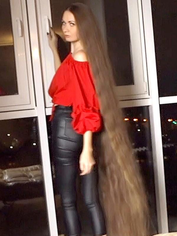 VIDEO - Dashik in red