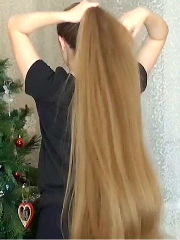 VIDEO - Her hair is getting so long!