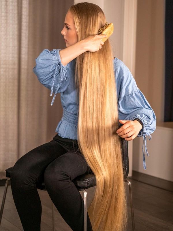 PHOTO SET - Beautiful Rapunzel hair brushing photoshoot