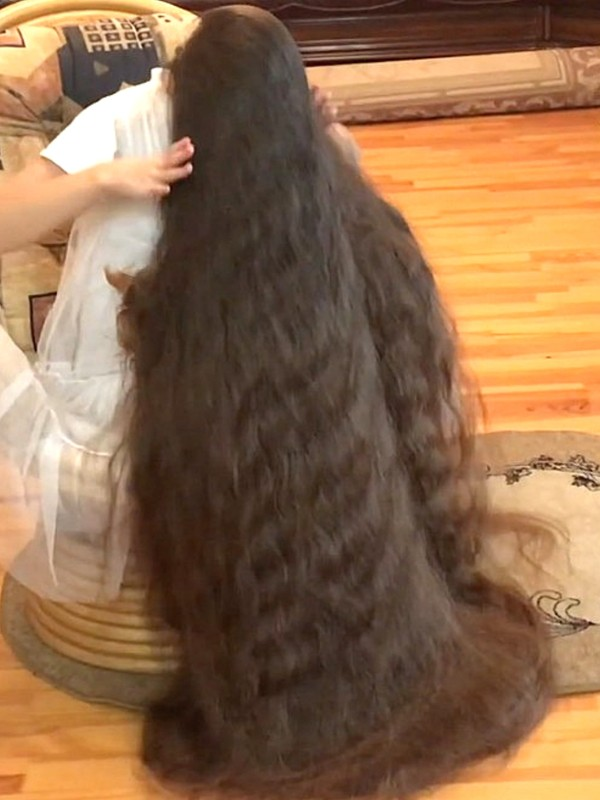 VIDEO - Rapunzel and her dog