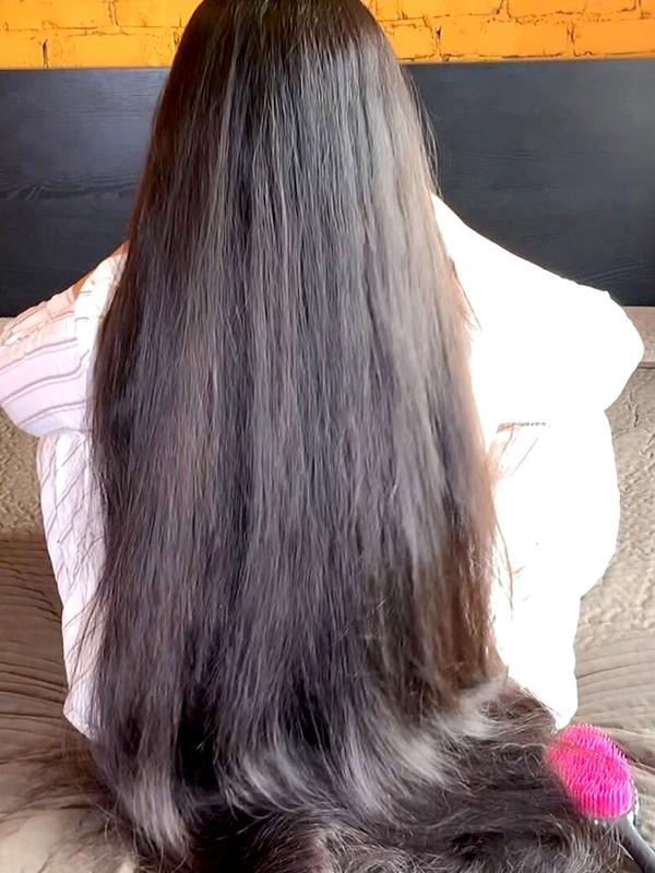 VIDEO - Mila's wildly thick mane and hair play
