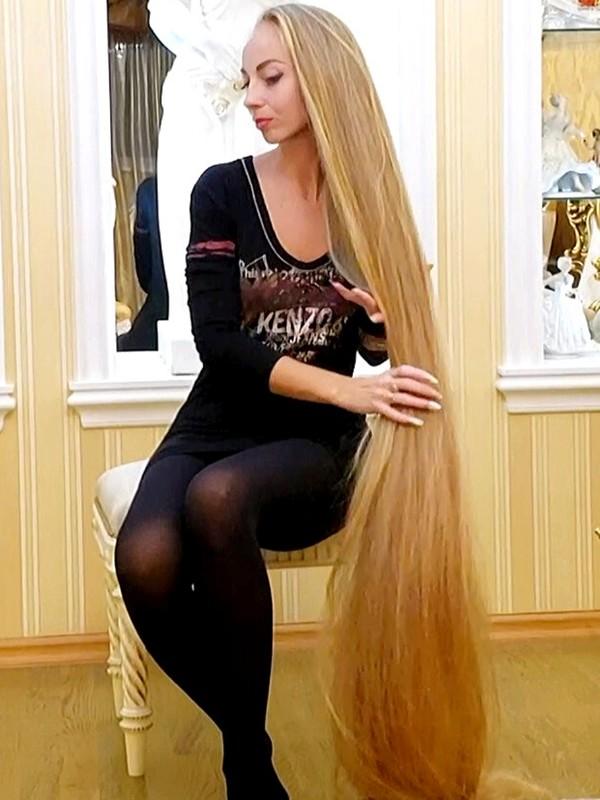 VIDEO - Floor length blonde silk