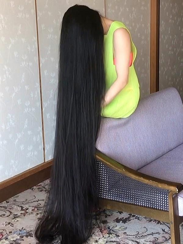 VIDEO - Small sofa, long hair