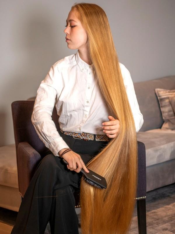 PHOTO SET - Sara's silky hair brushing