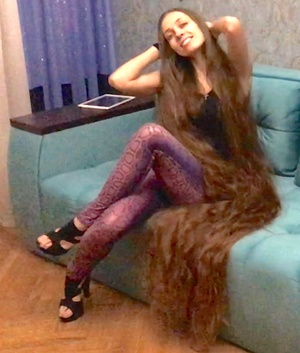 VIDEO - Lot of hair, lot of fun