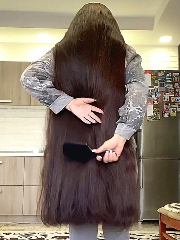 VIDEO - Ultra MASSIVE hair!