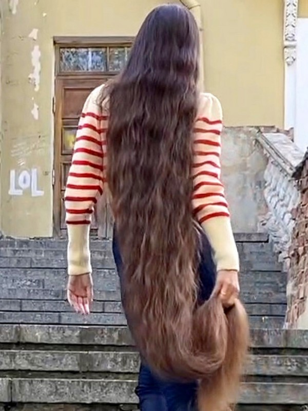 VIDEO - Floor length hair autumn