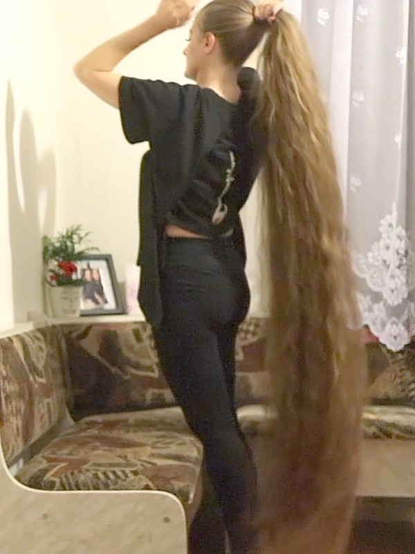 VIDEO - Too much hair for the sofa