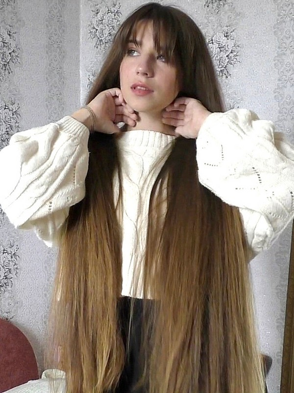 VIDEO - Tanya's silky hair covering and smelling